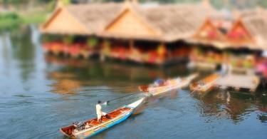 Longtail-båt i Kanchanaburi, Thailand.